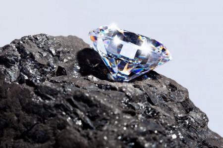 Roca rellena de diamantes