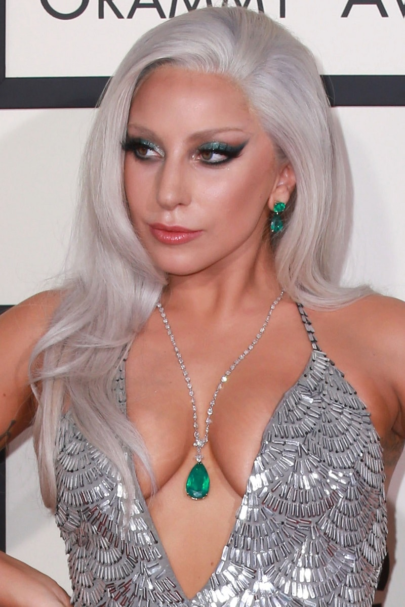 Lady Gaga se compromete