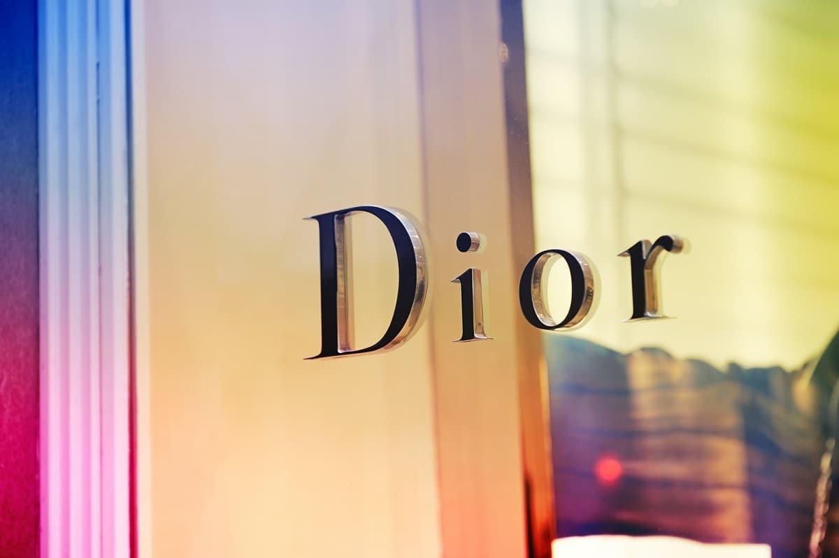 Video de cómo se fabrica una bolsa Dior