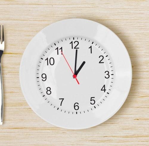 A qué hora debo cenar