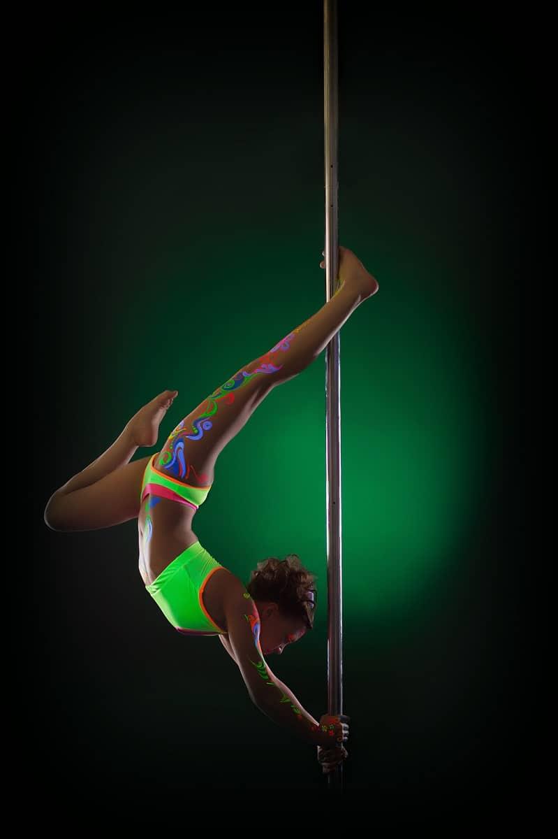 Bailarina de pole dance de 8 años