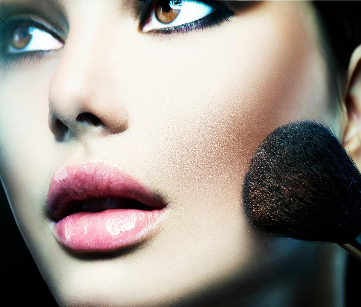 consecuencias de prestar las brochas de maquillaje