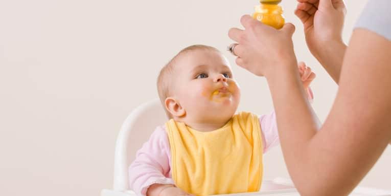 ¿Es realmente saludable alimentar a los bebés con fórmula láctea?