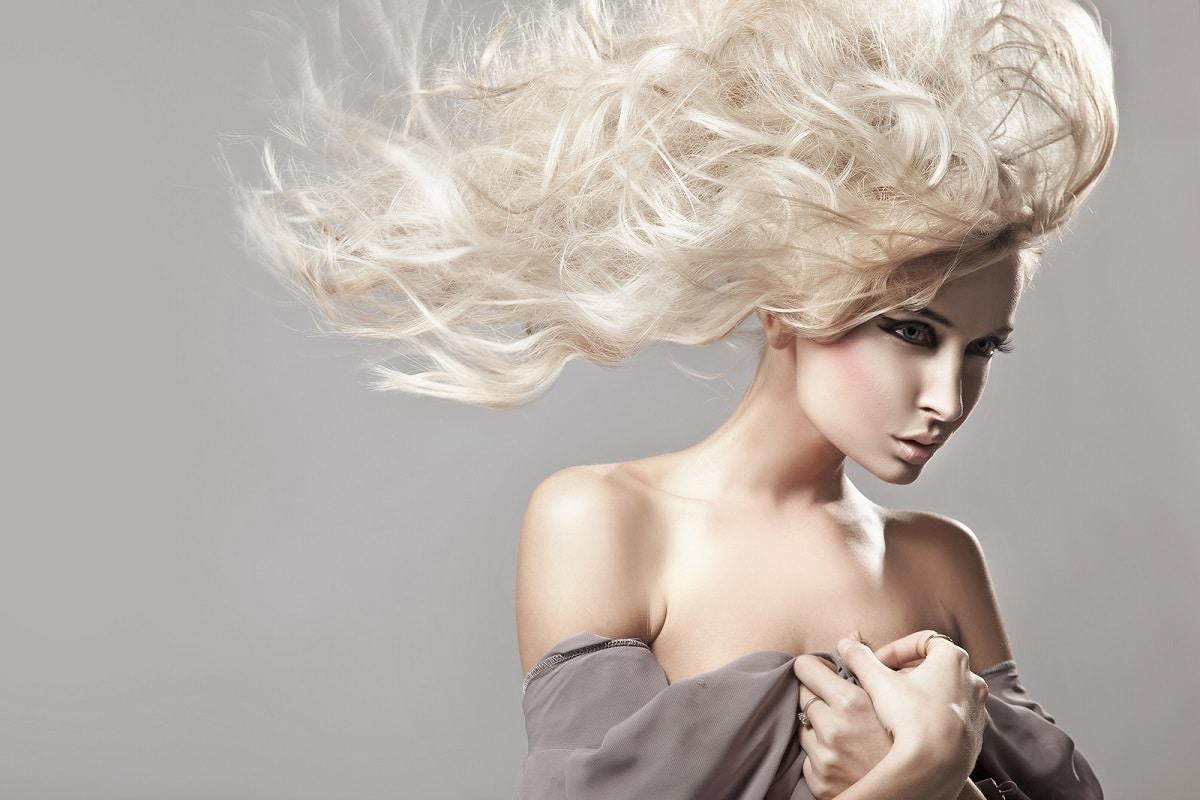 peligros de teñir el cabello de rubio