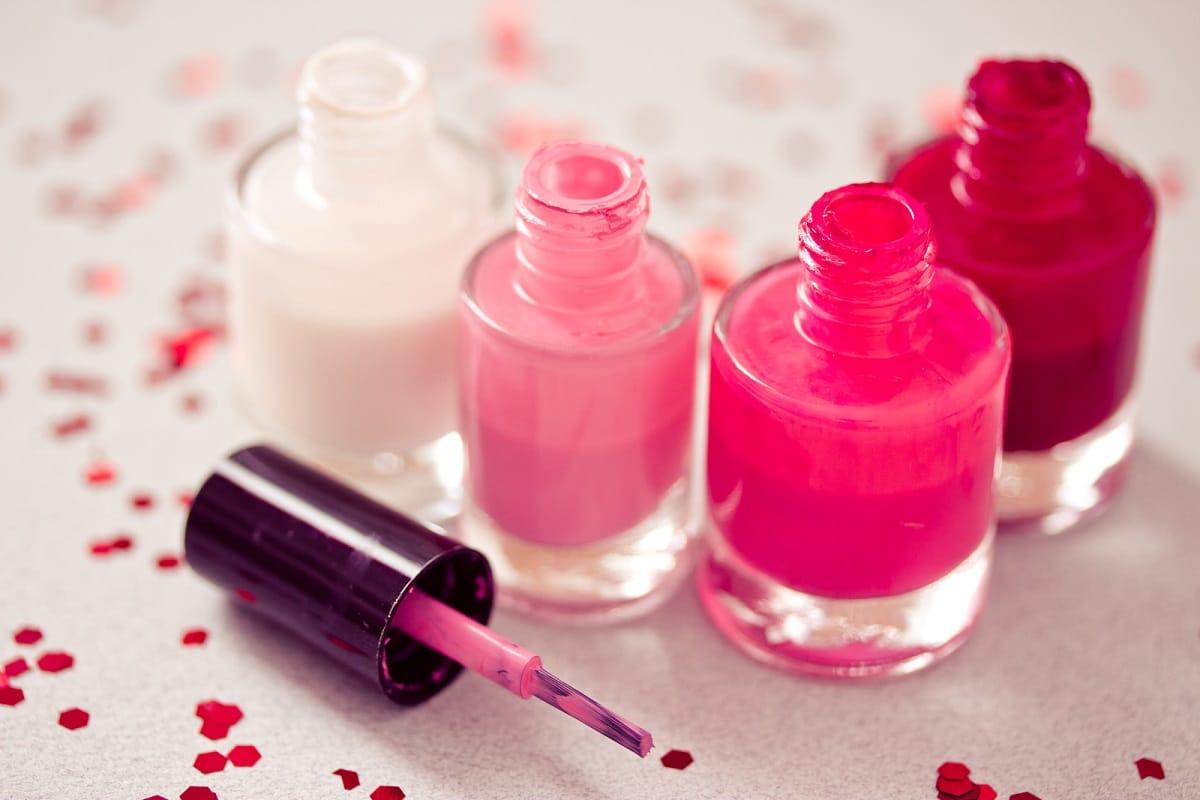 color de esmalte de uñas para primavera