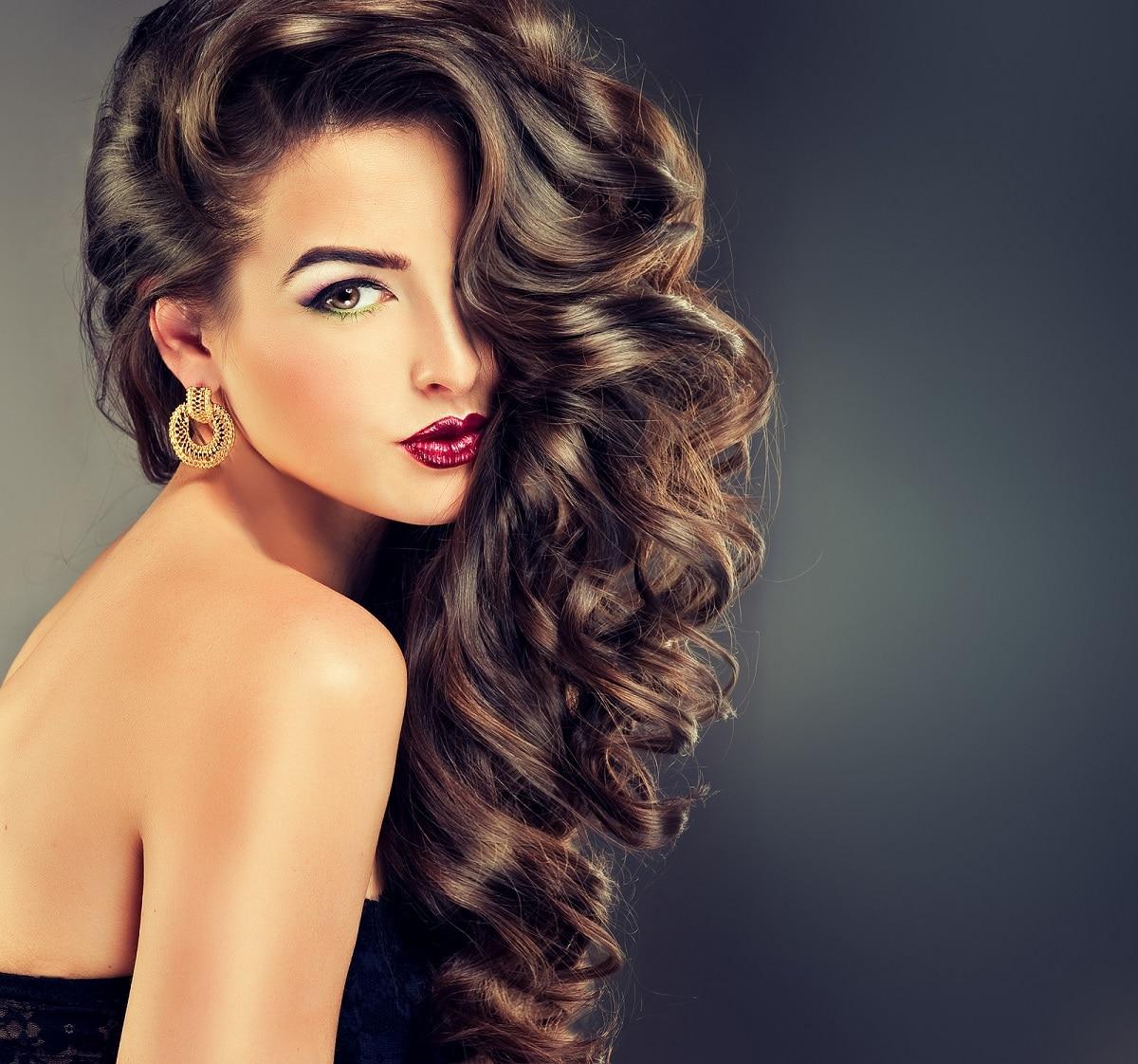 consejos para rizar cabello en clima húmero