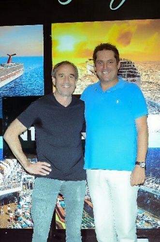 De izquierda a derecha, Les Wynn, representante y socio de Wynn Group of Companies  y Markus Wischenbart, presidente y CEO de Lifestyle Holidays Vacation Club.