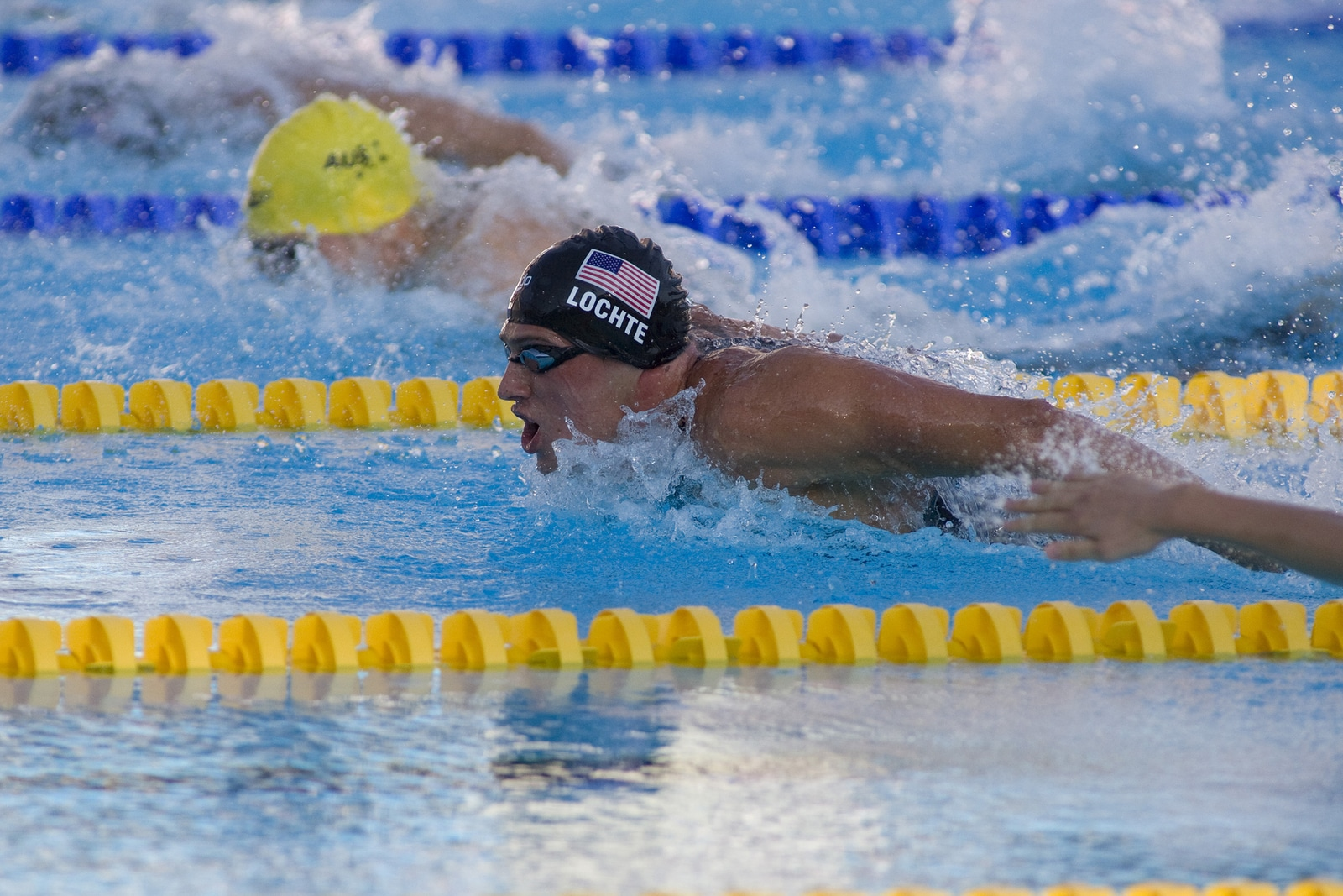 nadadores estadounidenses son asaltados