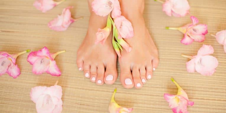 Prepara tus pies para el verano, con este remedio casero