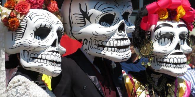 dia de muertos origen, como se celebra el dia de muertos, porque se celebra el dia de muertos, dia de muertos para niños, celebración dia de muertos en mexico, vestimenta de dia de muertos en mexico, reportaje de dia de muertos en mexico, dia de muertos en mexico para niños, dia de muertos en los cabos, festejo del dia de muertos en los cabos