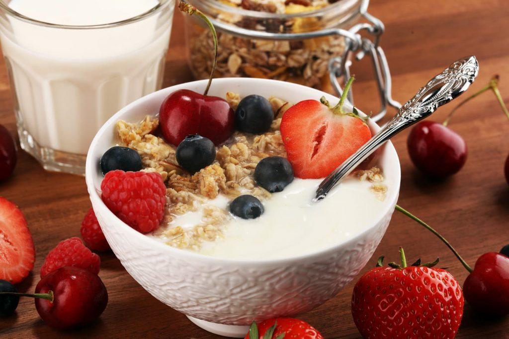 alimentos saludables y sus beneficios, cuales son los alimentos saludables que debemos consumir, que alimentos debemos consumir para tener una buena salud, como comer sano, comer saludable, habitos alimenticios,