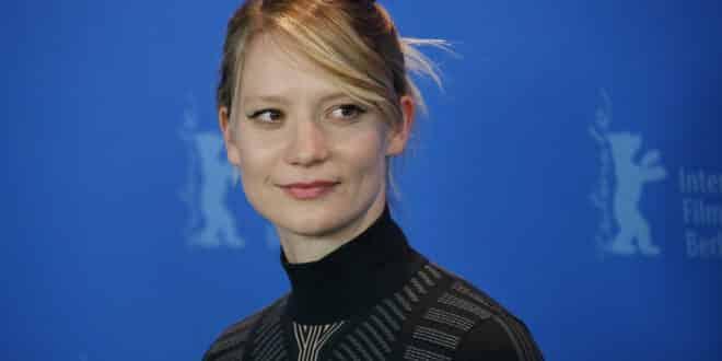 las actrices mas ricas, las actrices mas ricas del mundo, las actrices de hollywood mas ricas, actrices mejor pagadas, Mia Wasikowska,