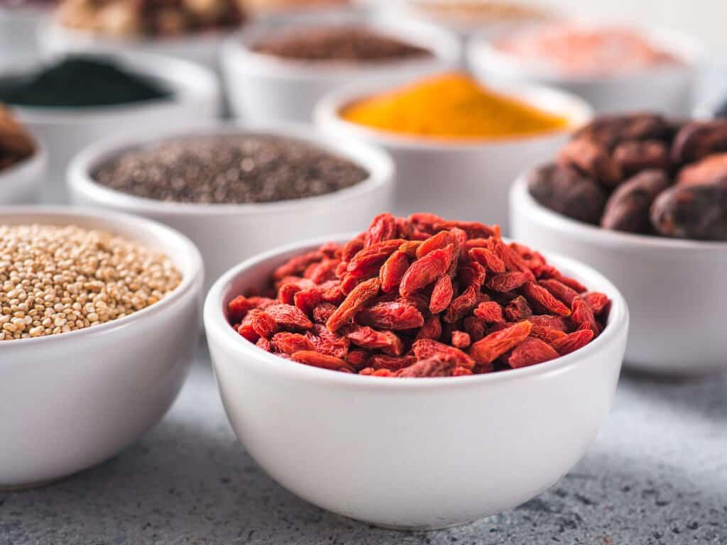 bayas de goji, batidos saludables y nutritivos, batidos energizantes para desayunar, batidos para tener energía, batidos vitamínicos, batidos nutritivos y sus beneficios, licuados nutritivos, recetas de licuados y sus beneficios