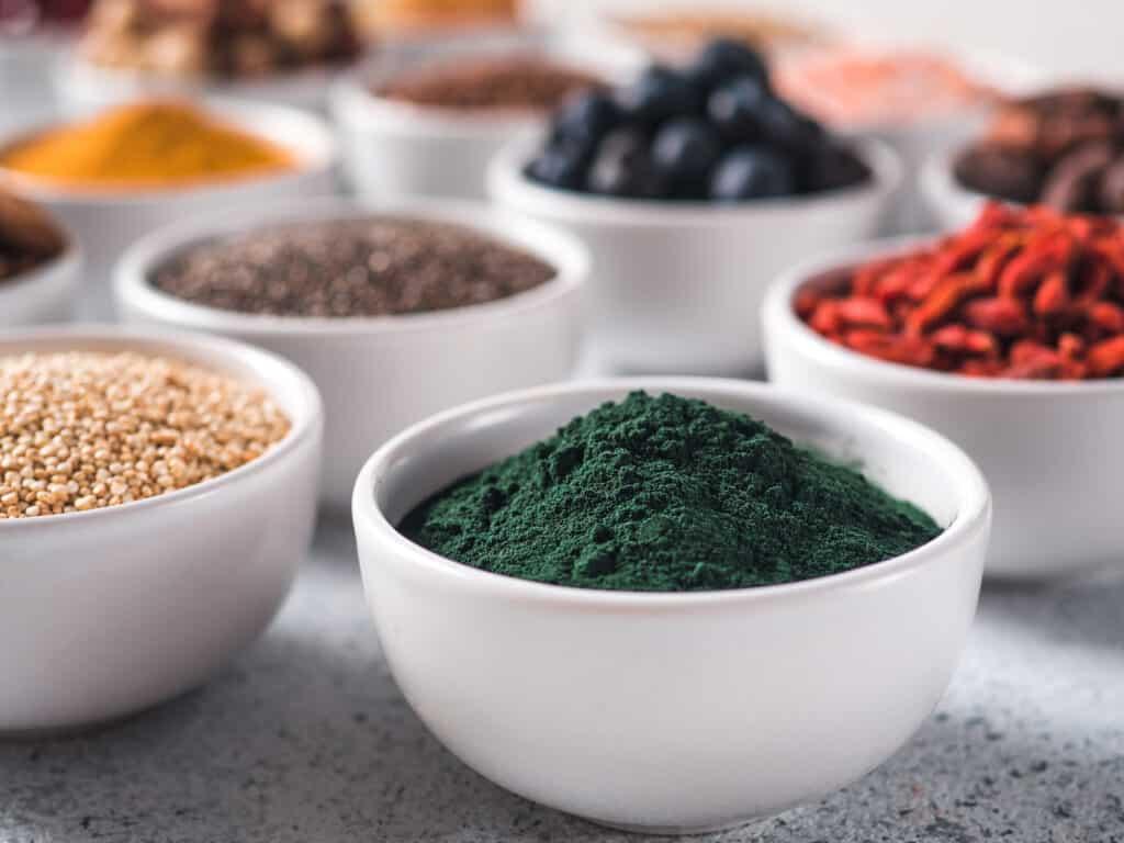 batidos saludables y nutritivos, batidos energizantes para desayunar, batidos para tener energía, batidos vitamínicos, batidos nutritivos y sus beneficios, licuados nutritivos, recetas de licuados y sus beneficios, especies, espirulina