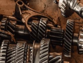 mantenimiento y reparación de autos, accidentes de mecanica, mantenimiento y reparación de autos, mantenimiento de vehículos, peligros en un taller de mecánica automotriz