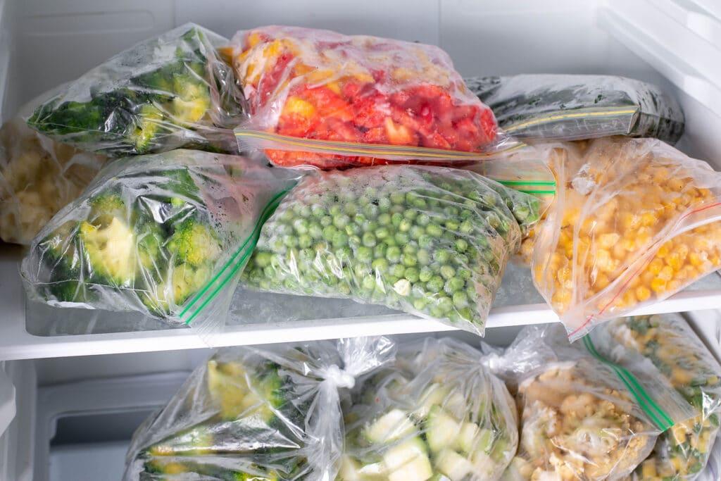 alimentos congelados, alimentos congelados en casa, alimentos congelados son malos, alimentos congelados saludables, desventajas de los alimentos congelados, es malo comer comida congelada, son las comidas congeladas seguras para comer