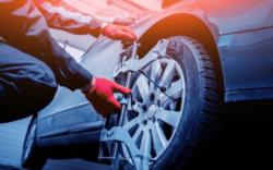 alineación de ruedas, alineación y balanceo, alineación automotriz, proceso de balanceo de llantas, importancia del balanceo de llantas, que es el balanceo de llantas, balanceo de neumáticos