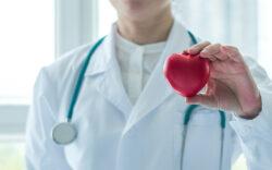 que hacer en caso de infarto, como tratar un ataque cardiaco, que hacer en caso de infarto primeros auxilios, que hacer en caso de un paro cardíaco si estoy solo, que hacer en caso de un preinfarto