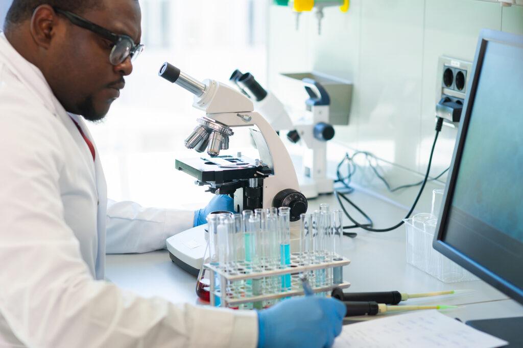reacción en cadena de la polimerasa digital, dpcr, digital pcr, pcr digital como funciona, pcr digital aplicaciones, stilla technologies