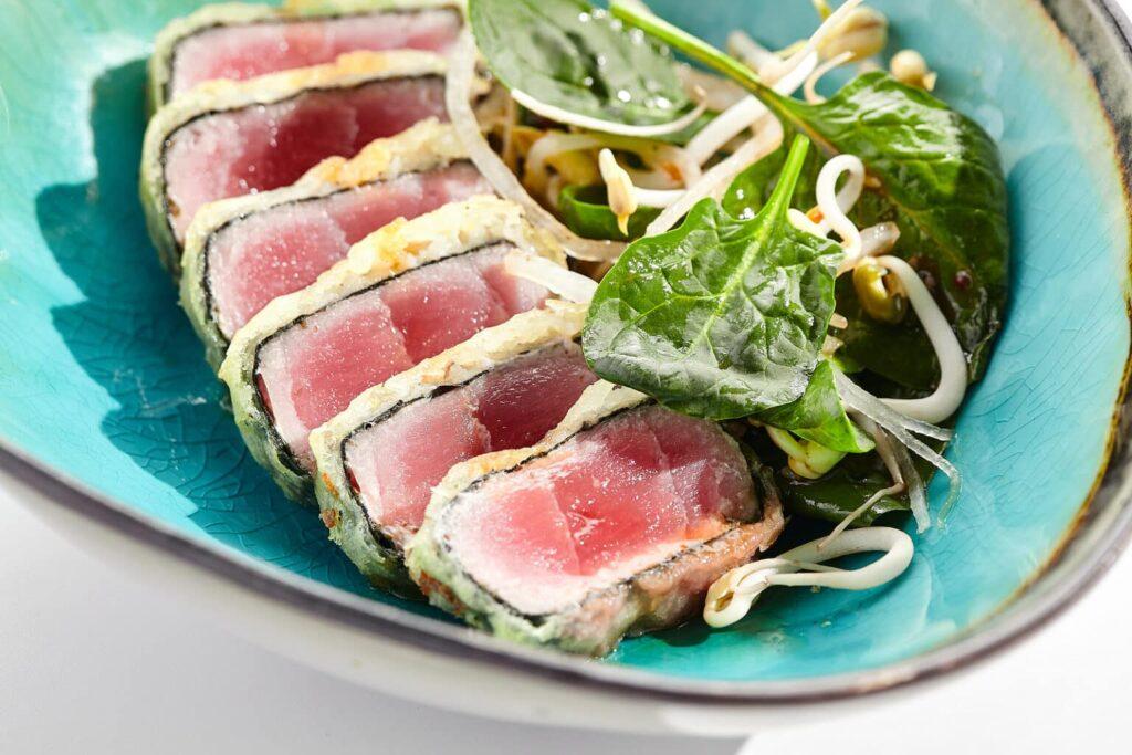 poke, poke bowl, es nutritivo el poke, poke es saludable, poke de salmón, enfermedades por comer atún crudo, consecuencias de comer pescado crudo, es malo comer pescado crudo, mercurio en el pescado, mercurio en pescados y su importancia en la salud